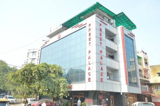 Hotel Preet Palace: HOTEL BUILDING