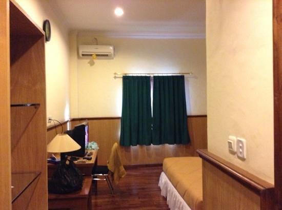 Kamar tidur picture of sylvia hotel maumere tripadvisor for Dekor kamar tidur hotel
