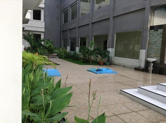 Sylvia Hotel:                   taman
