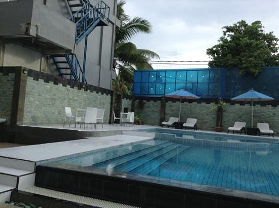 Sylvia Hotel:                   kolam renang