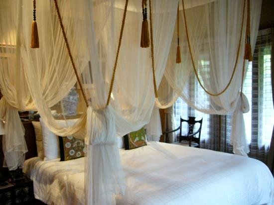 The Dhara Dhevi Chiang Mai: villa bed