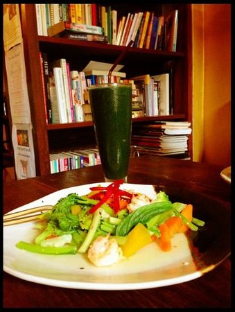 June's About Art Cafe, Bophut, Koh Samui:                                     lunch one. spirulina shake, steamed vegetables and prawns