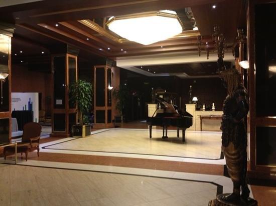 Meliá Milano: Melia Milano lobby area