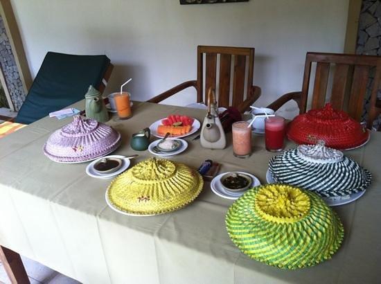 Nefatari Exclusive Villas:                   朝食は11:00に持ってきてもらいました。