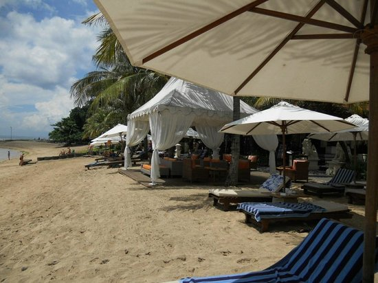 Griya Santrian:                   Lounges area on beach