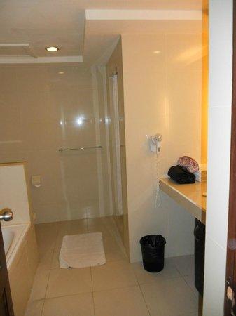 Casa Padma Hotel & Suites:                   Bahtroom