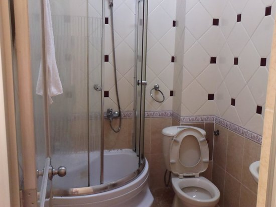 Titi Hotel:                   clean and nice toilet with toiletries provided