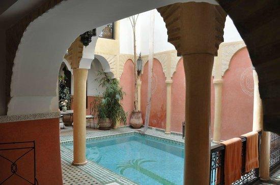Riad Itrane: piscine