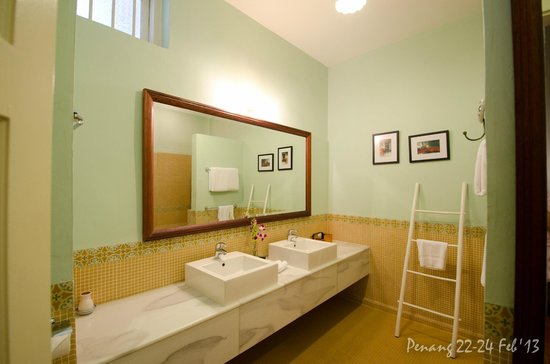 23 Love Lane: Eclectic 2 bathroom