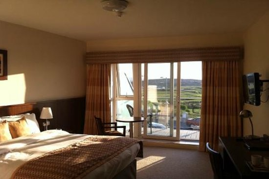 Strandhill Lodge and Suites Hotel: Sunny Evening