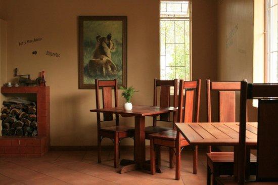 The Coffee Buzz: restaurant inside