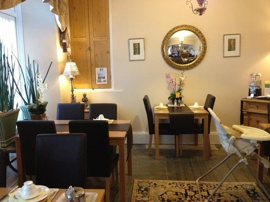 Ascot House Hotel:                   dining room