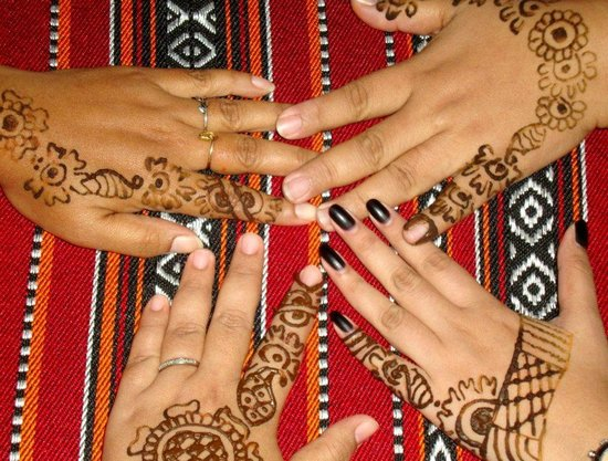 Henna tattoo picture of desert safari dubai dubai for Henna tattoos locations