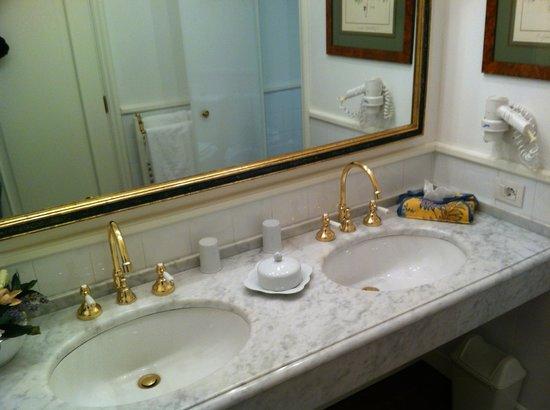 Marignolle Relais & Charme:                   il bagno della Junior Suite