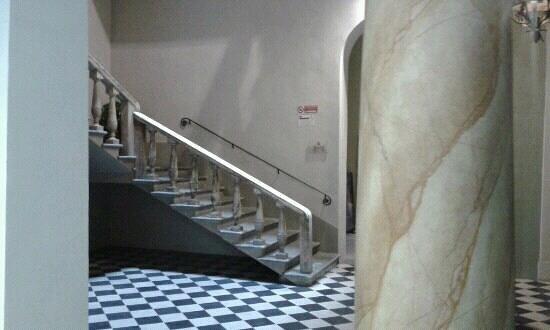 Palazzo Galletti: la scalinata di accesso
