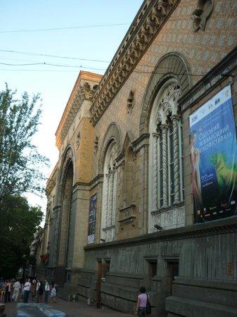 Odessa Regional Philharmonic Society:                   а вот здание одесской филармонии