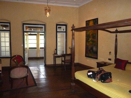 Old Harbour Hotel: Suite Bedroom