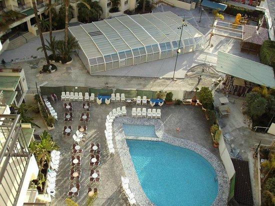 Hotel Ambassador Playa I & II:                   Habitación 1821, suelo en obras