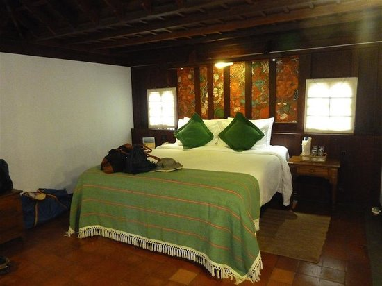 Kumarakom Lake Resort: Pool villa bed