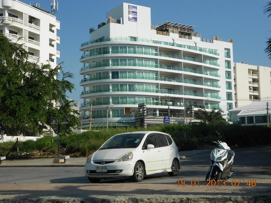 Royal Beach View Hotel:                   Outside view (from Beach)