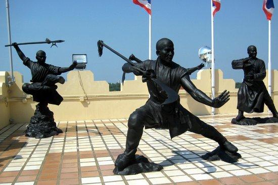 Kung Fu Kämpfer - Bild von Anek Kuson Sala (Viharnra Sien), Pattaya - TripAdv...