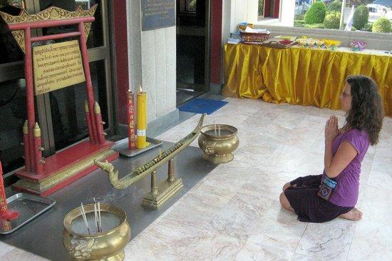 Wat Yansangwararam:                   Kleines Gebet.