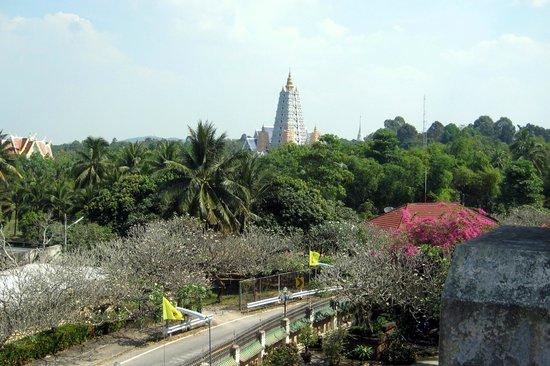 Wat Yansangwararam:                   Weitläufiger Park.