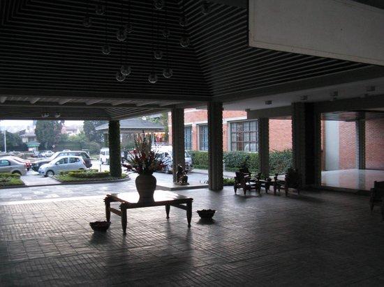 Crowne Plaza Kathmandu-Soaltee: Ingresso Hotel