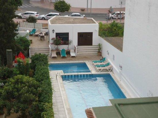 la piscina hostal tarba