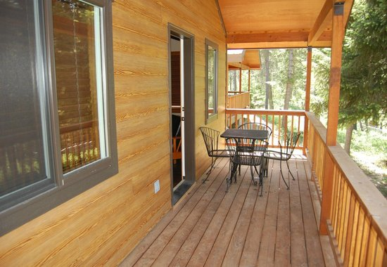 Historic Tamarack Lodge: Family Cabins have private balconies.