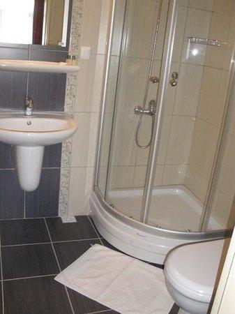 Tayhan Hotel: bathroom