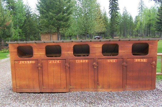 Historic Tamarack Lodge: Recycling bins are located throughout our property