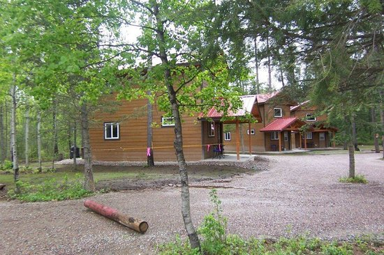 Historic Tamarack Lodge: Cabins located in a wooded setting