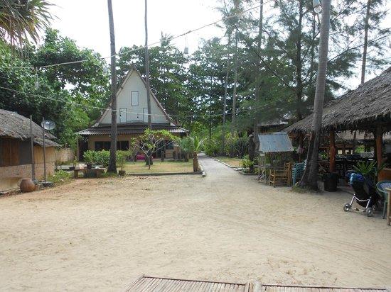 Thai House Beach Resort - Koh Lanta: Grounds of resort
