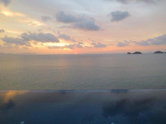คอนราดเกาะสมุยรีสอร์ทแอนด์สปา:                   Sunset