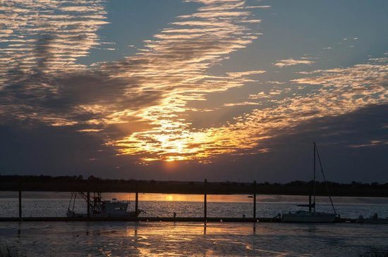 Jekyll Island Club Resort: Sunset view across the marina and river