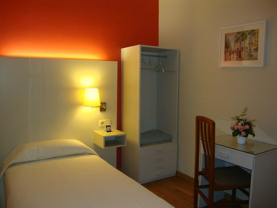 Hostal Fontanella: Habitación individual sin baño, interior e iluminosa