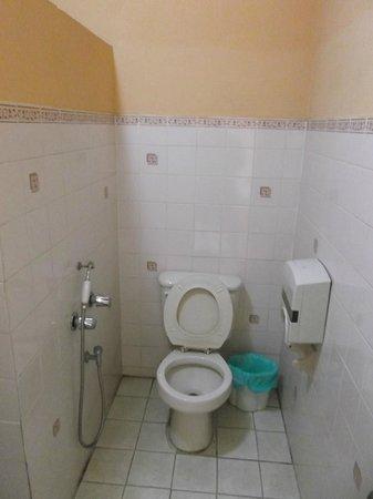 Hotel Dos Continentes:                   Salle de bain de la chambre 610 au 3 février 2013.