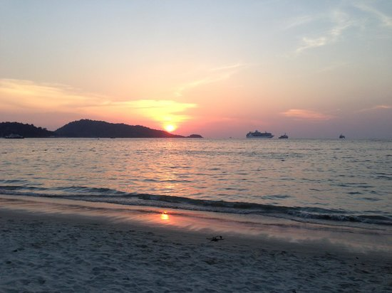 Impiana Resort Patong Phuket : Sunset from the terrase