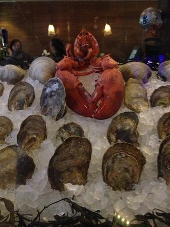 Skipjack's Foxboro : Fresh seafood on display