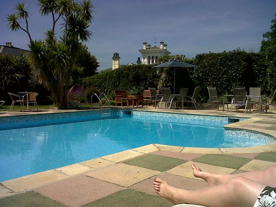 Riviera Lodge Hotel Torquay :                   Pool and garden