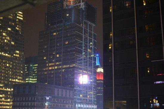 New York Marriott Marquis:                   エンパイアステートビルの上方が見えました。