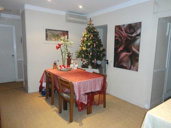 Nice Garden Hotel:                   Sala Comedor en Navidad !!