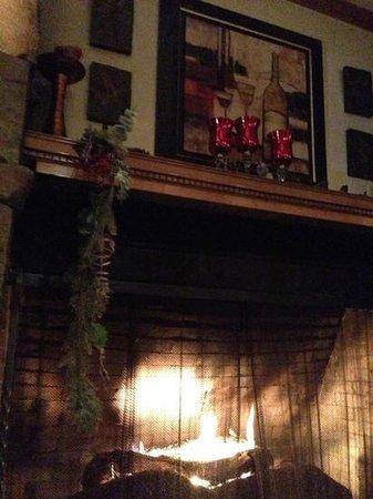 The Artisan at Stonebridge Inn: fireplace at the Artisan in the Stonebridge.  Nice and cozy for!