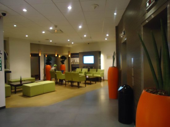 Ibis Brussels Centre Sainte Catherine: The lobby