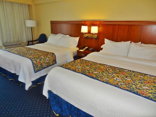 Courtyard by Marriott Jacksonville Beach Oceanfront: Room - beds