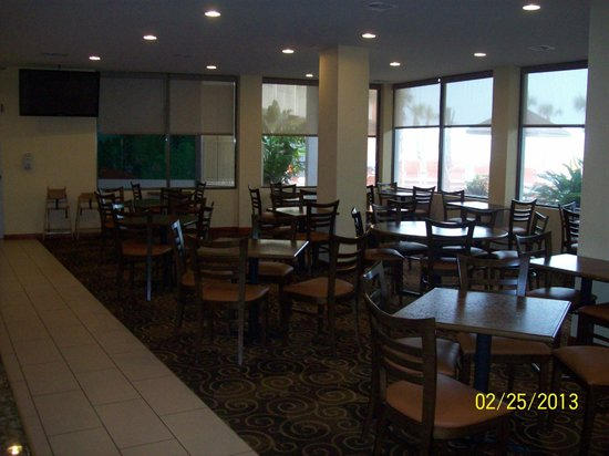 Lexington Inn & Suites: dining area