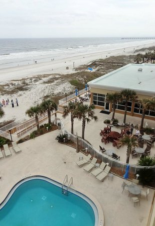 Courtyard Jacksonville Beach Oceanfront: Beach and public areas