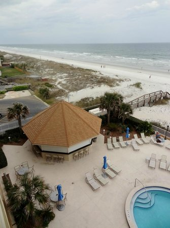 Courtyard Jacksonville Beach Oceanfront: Balcony view of beach
