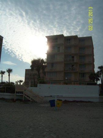 Lexington Inn & Suites: Beach front